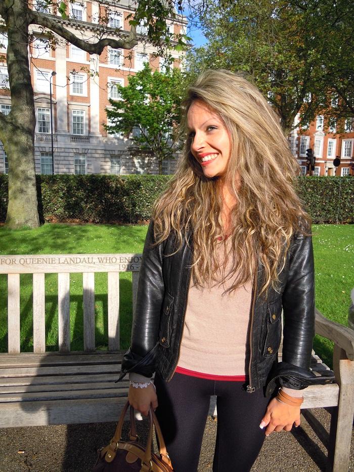 foto outfit a Londra in Grosvenor Square Garden