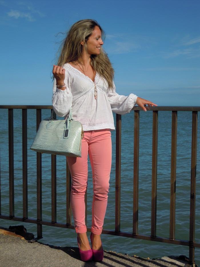 pantaloni rosa pastello e tacchi fucsia