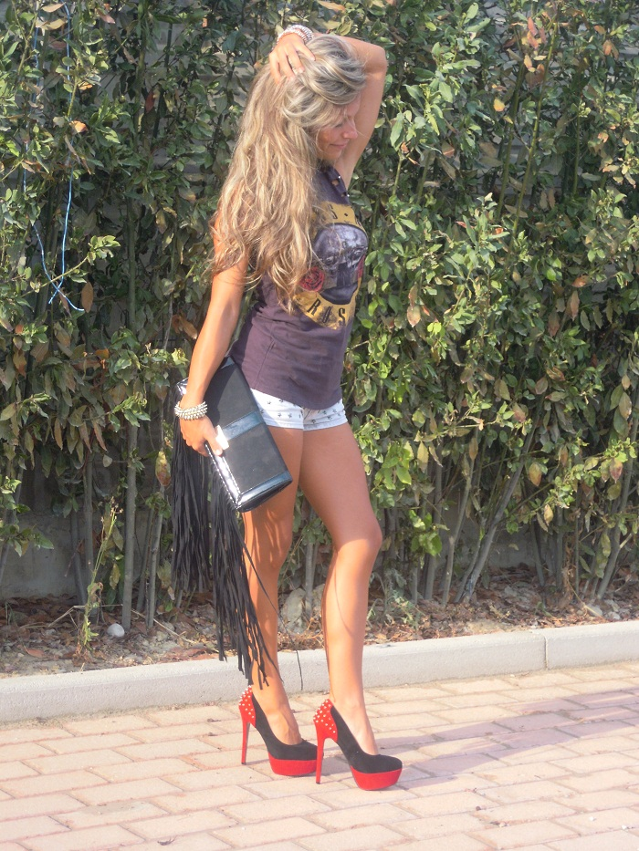 Guns n roses t-shirt and studded heels - It-girl by Eleonora Petrella