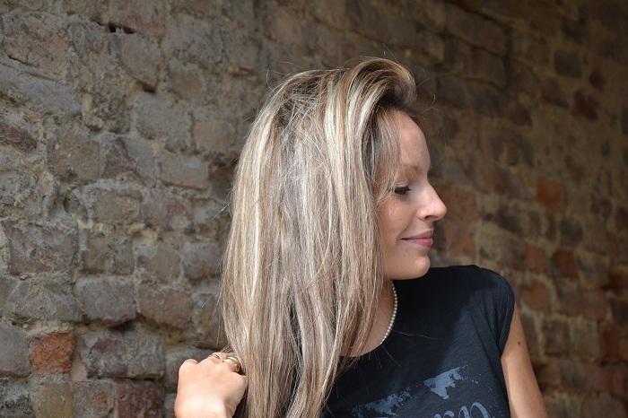 Roimer t-shirt, lace skirt and Zara heels - It-girl by Eleonora Petrella
