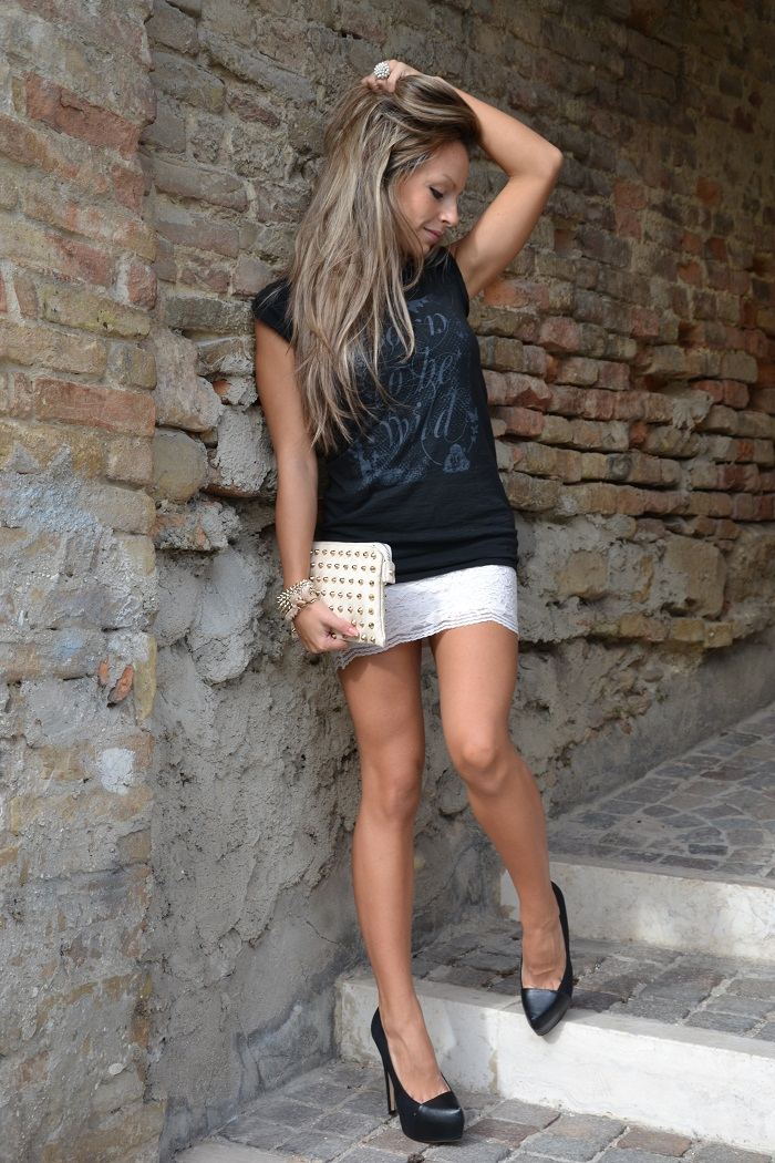 Roimer t-shirt, lace skirt and Zara heels - It-girl by Eleonora Petrella
