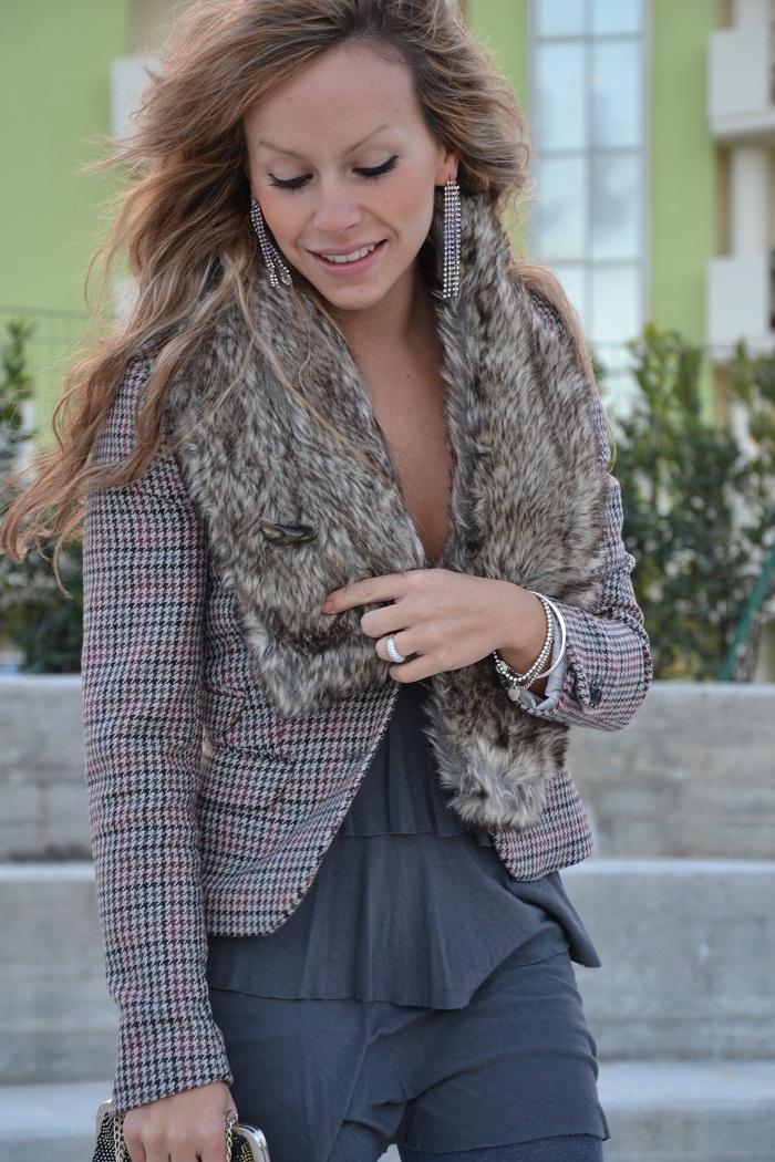 faux fur collar and H&M blazer - It-girl by Eleonora Petrella