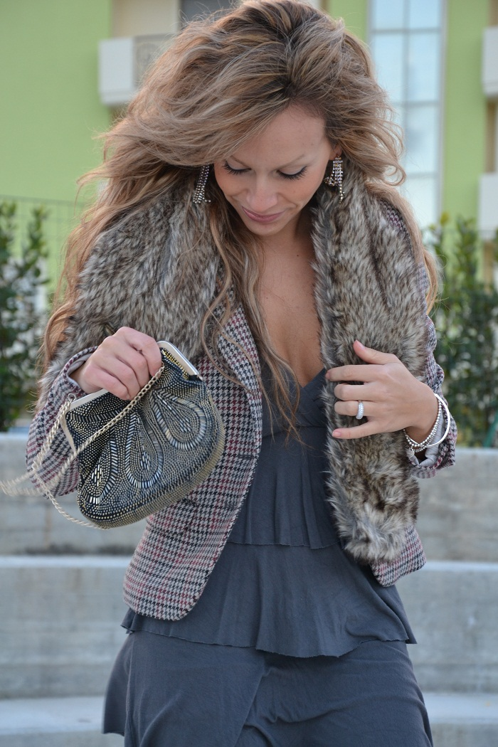 faux fur collar and H&amp;M blazer - It-girl by Eleonora Petr [...]</p> 			</div> 			 							<div class=