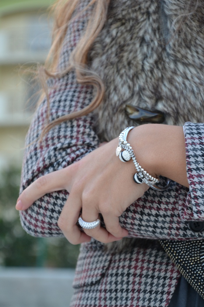 faux fur collar and H&M blazer - It-girl by Eleonora Petrella
