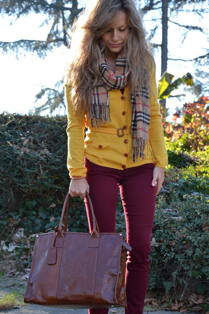 Yellow cashmere and Burberry scarf