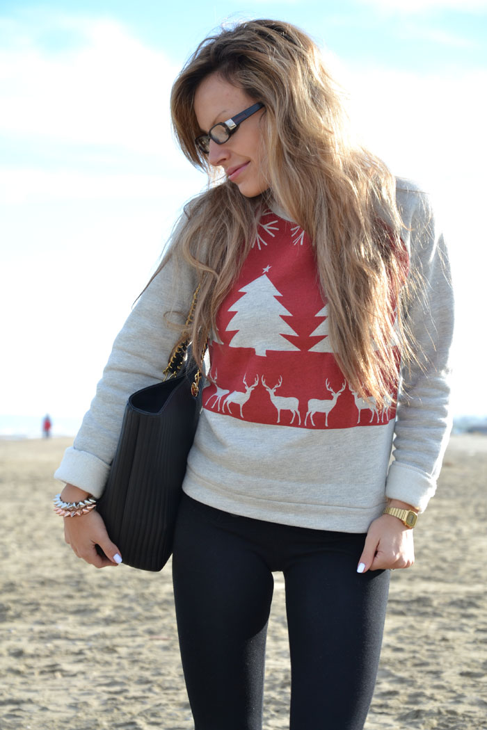 Asos Christmas sweater and Pinko Ugg boots - It-girl by Eleonora Petrel [...]</p> 			</div> 			 							<div class=
