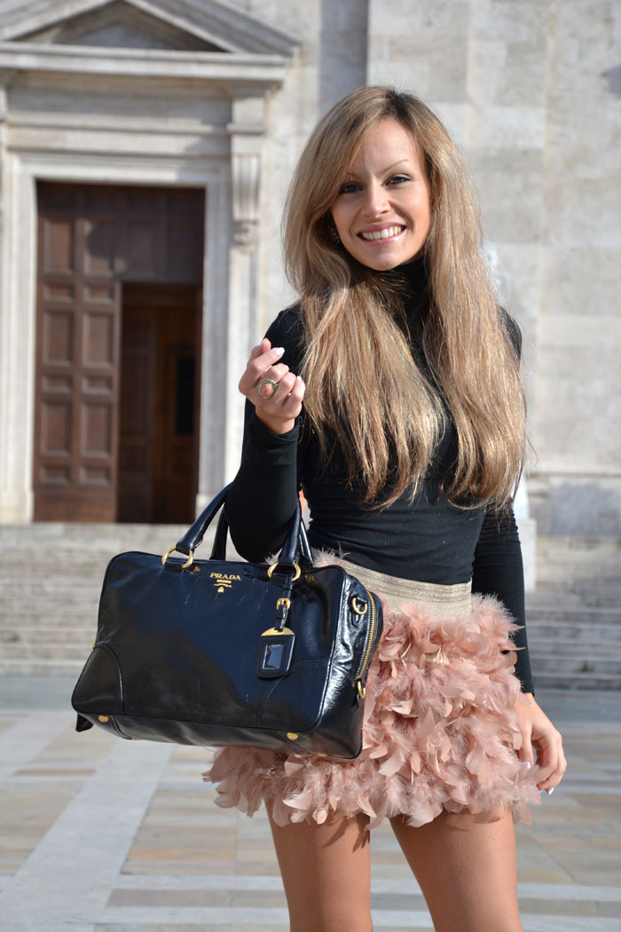 Stradivarius feather skirt and Zara pumps - It-girl by Eleonora Petrella