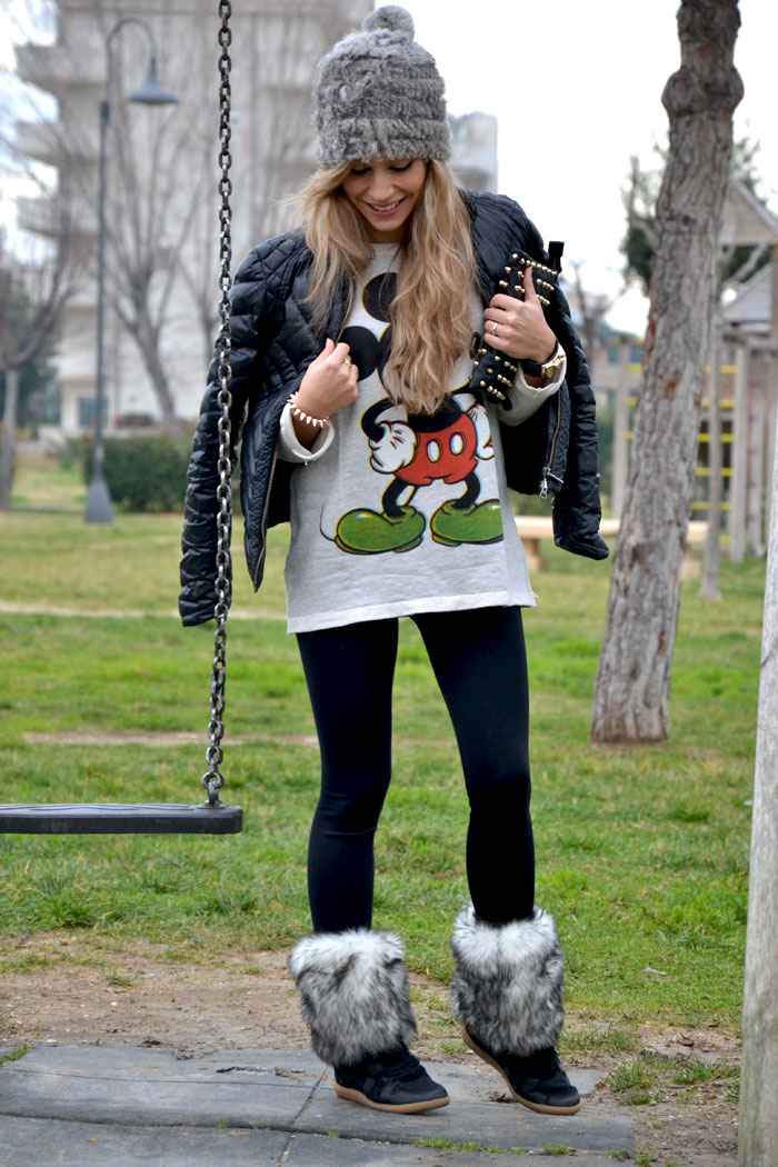 Mickey Mouse sweater and faux fur beanie - It-girl by Eleonora Petrella