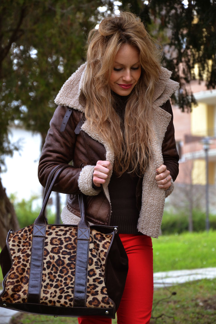 Sheepskin coat and red pants - It-Girl by Eleonora Petrella