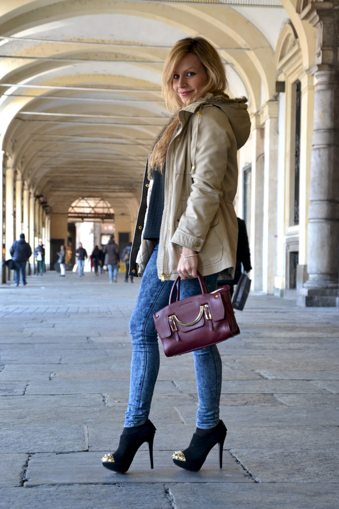 Bershka parka and heels and Coccinelle celeste bag - It-Girl by Eleonora Petrella