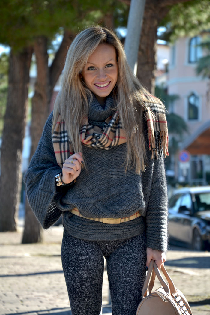 Burberry scarf and belt - It-Girl by Eleonora Petrella
