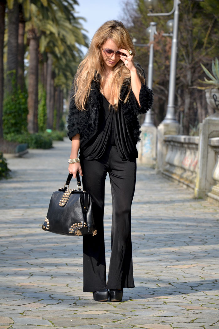 Pinko black jumpsuit and Oasap studded handbag - It-Girl by Eleon [...]</p> 			</div> 			 							<div class=