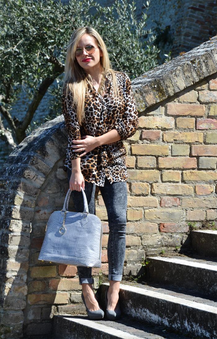 Rayban aviator sunglasses, Zara Animalier leopard shirt and Arcadia bags - outfit fashion blogger It-Girl by Eleonora Petrella