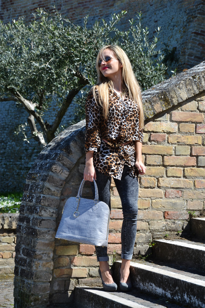 Rayban aviator sunglasses, Zara Animalier leopard shirt and Arcadia bags - outfit fashion blogger It-Girl by Eleonora Petrella