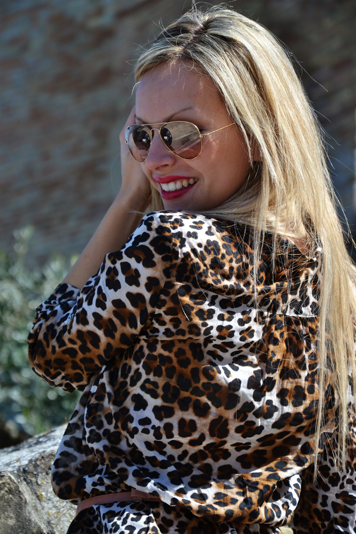 Rayban aviator sunglasses, Zara Animalier leopard shirt and Arcadia bags - outfit f [...]</p> 			</div> 			 							<div class=