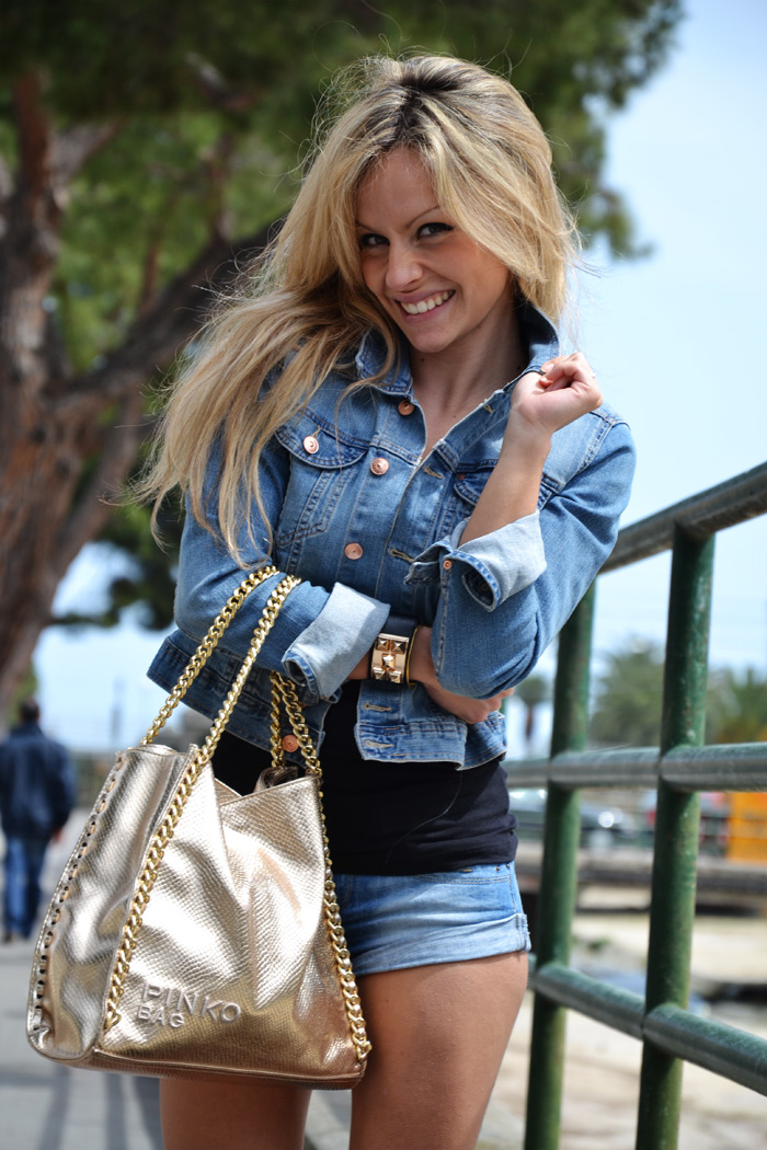 H&amp;M denim jacket, shorts and Lita Jeffrey Campbell - fashion blogger It-Gi [...]</p>