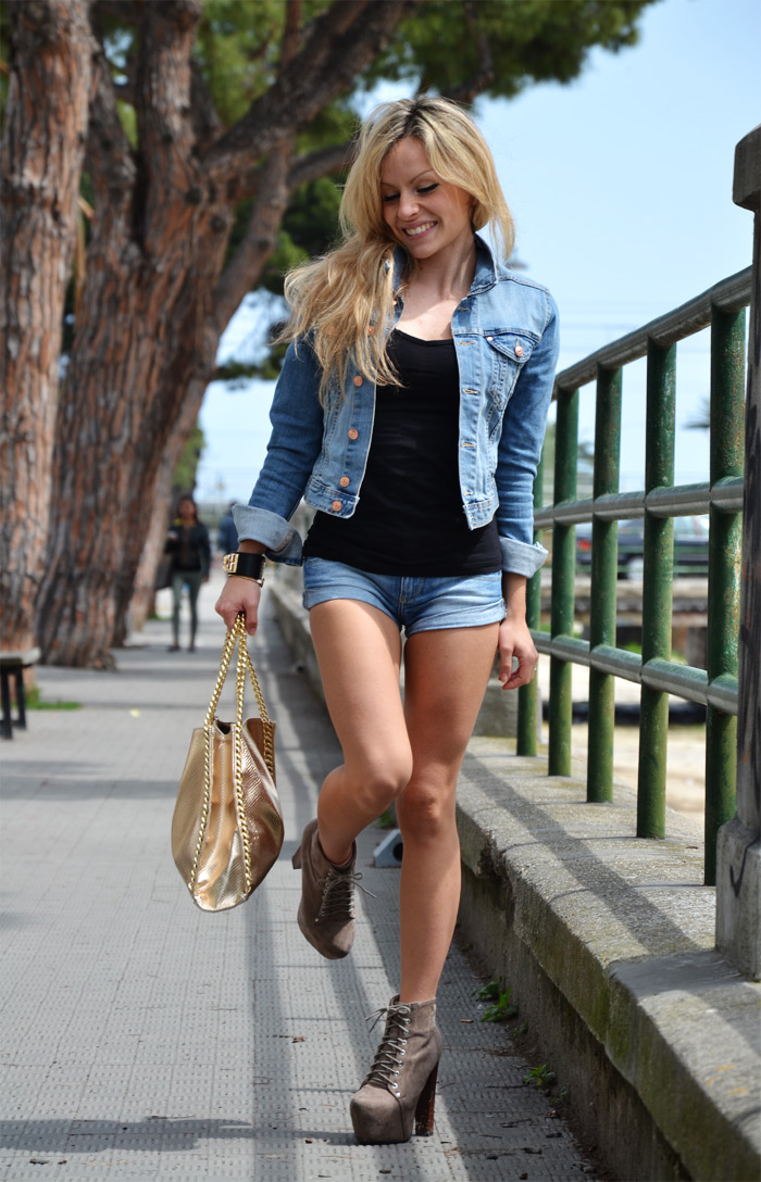 H&M denim jacket, shorts and Lita Jeffrey Campbell - fashion blogger It-Girl by Eleonora Petrella
