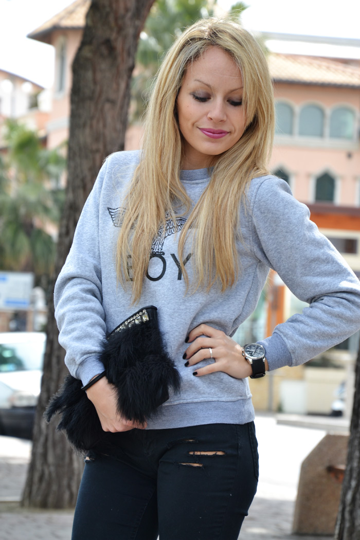 SheInside Boy eagle print sweatshirt and Stradivarius silver metallic pumps - outfit fashion blogger It-Girl by Eleonora Petrell