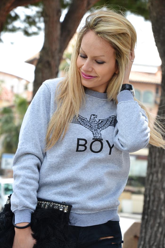 SheInside Boy eagle print sweatshirt and Stradivarius silver metallic pumps - outfit fashion blogger It-Girl by Eleonora Petrell