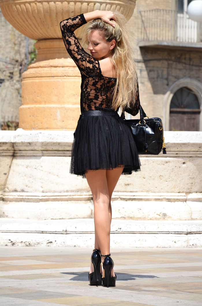 Romwe lace bodysuit and H&M tulle skirt - outfit fashion blogger It-Girl by Eleonora Petrella