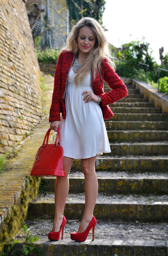 Zara blazer and spring dress, Bershka red pumps and Arcadia bags - outfit fashion blogger It-Girl by Eleonora Petrella