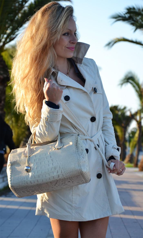 Bershka white trench coat, Zara cream pumps and Furla bag - outfit fashion blogger It-Girl by Eleonora Petrella