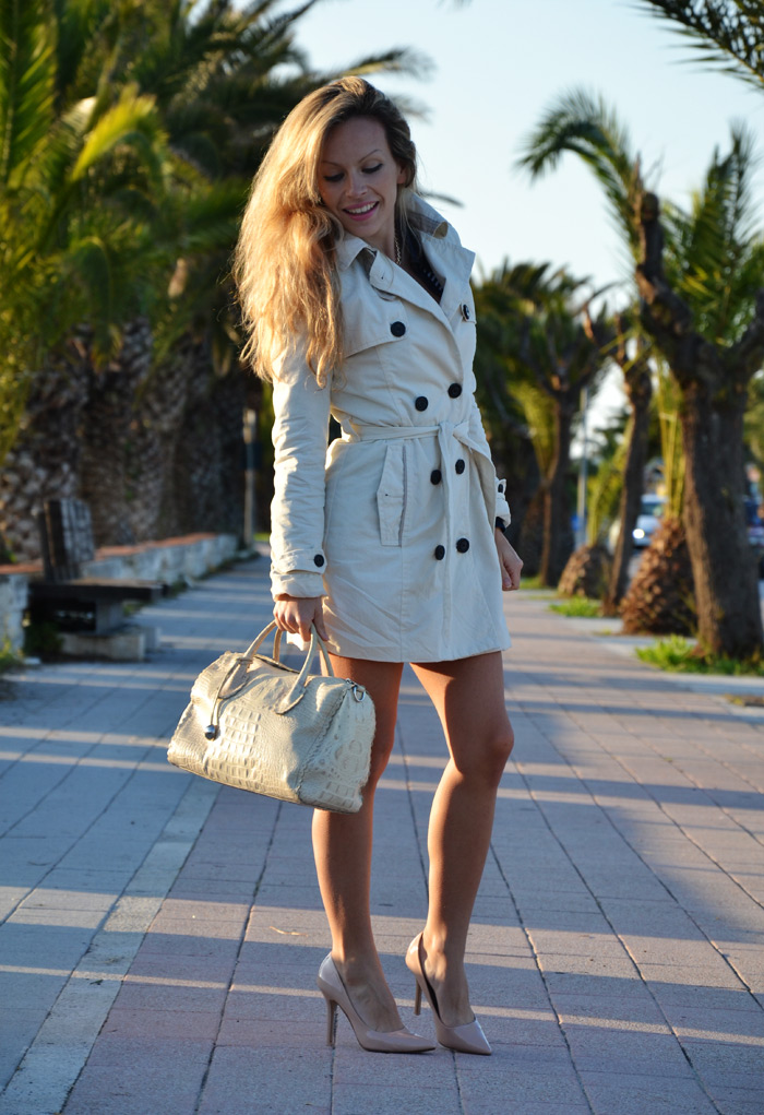 Bershka white trench coat, Zara cream pumps and Furla bag - outfit fashion blogger It-Girl by Eleonora Petrella