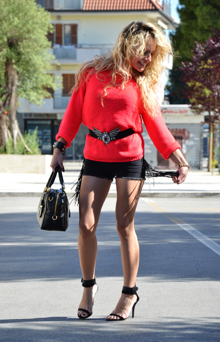 Fluo H&M sweater, summer jeans shorts and Zara heels S/S 2013 - outfit fashion blogger It-Girl by Eleonora Petrella