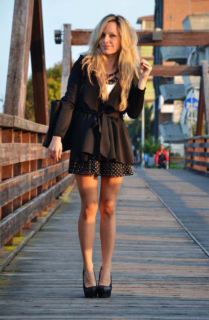 SheInside black coat, Zara skirt with polka dots and Moschino bag - outfit fashion blogger It-Girl by Eleonora Petrella
