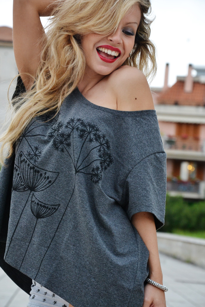 LEN t-shirt, Bershka studded shorts and silver pumps - outfit fashion blogger It-Girl by Eleonora Petrella