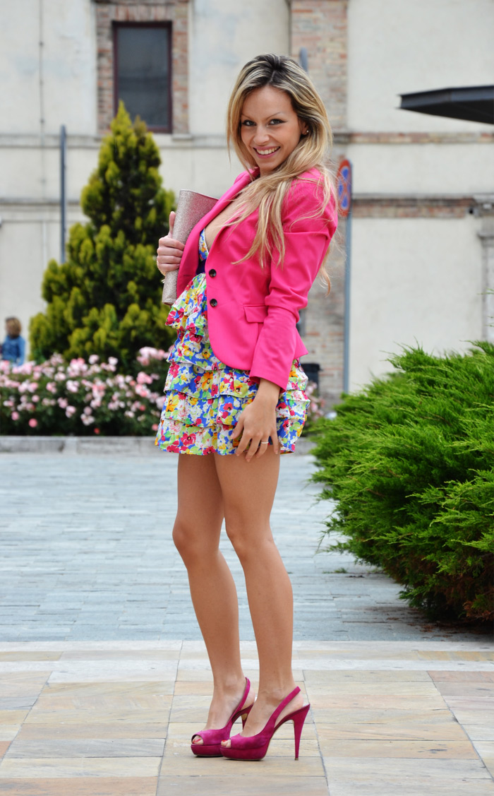 Zara floral spring dress, pink heels and Fluo clutch - outfit fashion blogger It-Girl by Eleonora Petrella