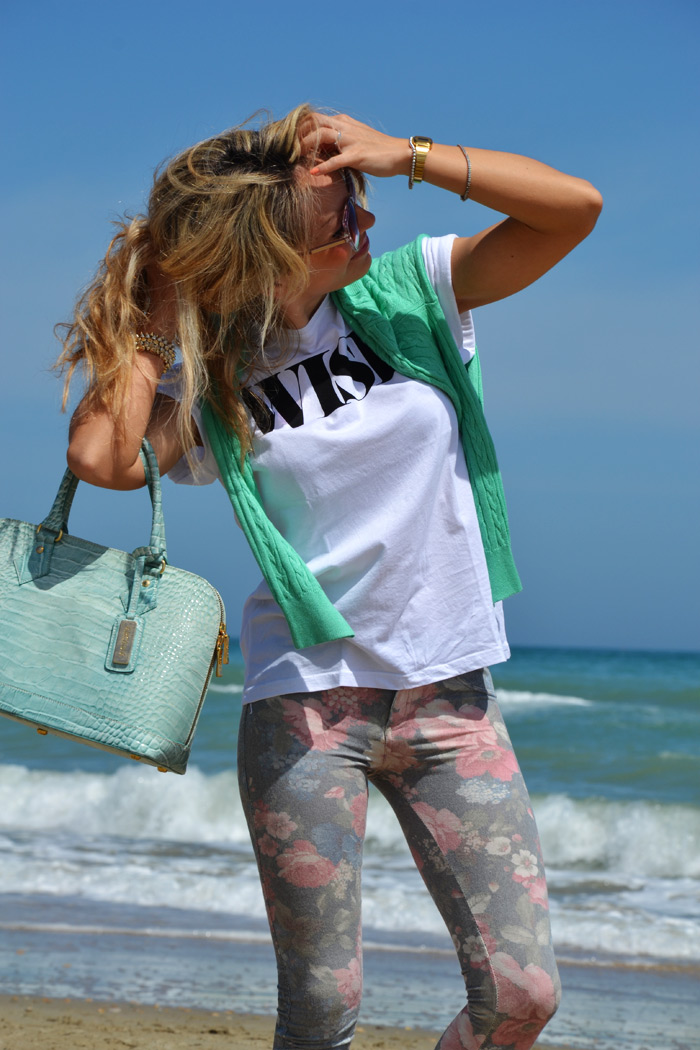 Floral pants and Zara espadrillas - outfit on the sea fashion blogger It-Girl by Eleonora Petrella