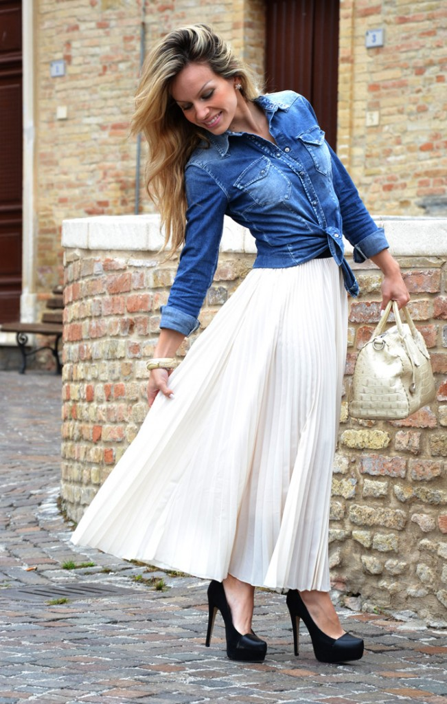 <!--:it-->Long pleated skirt<!--:-->