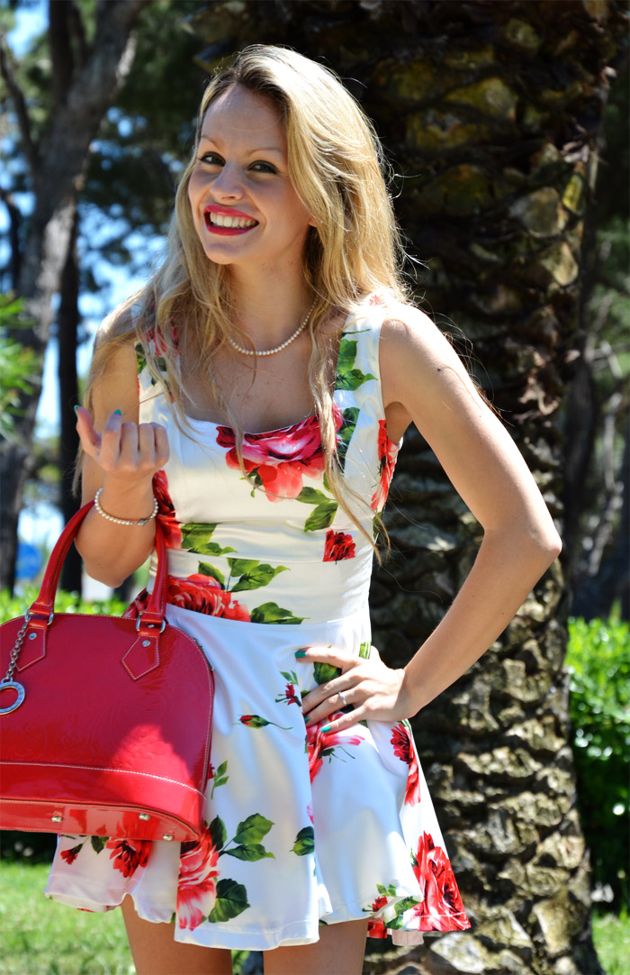 SheInside floral dress red roses and red pumps- italian fashion blogger It-Girl by Eleonora Petrella
