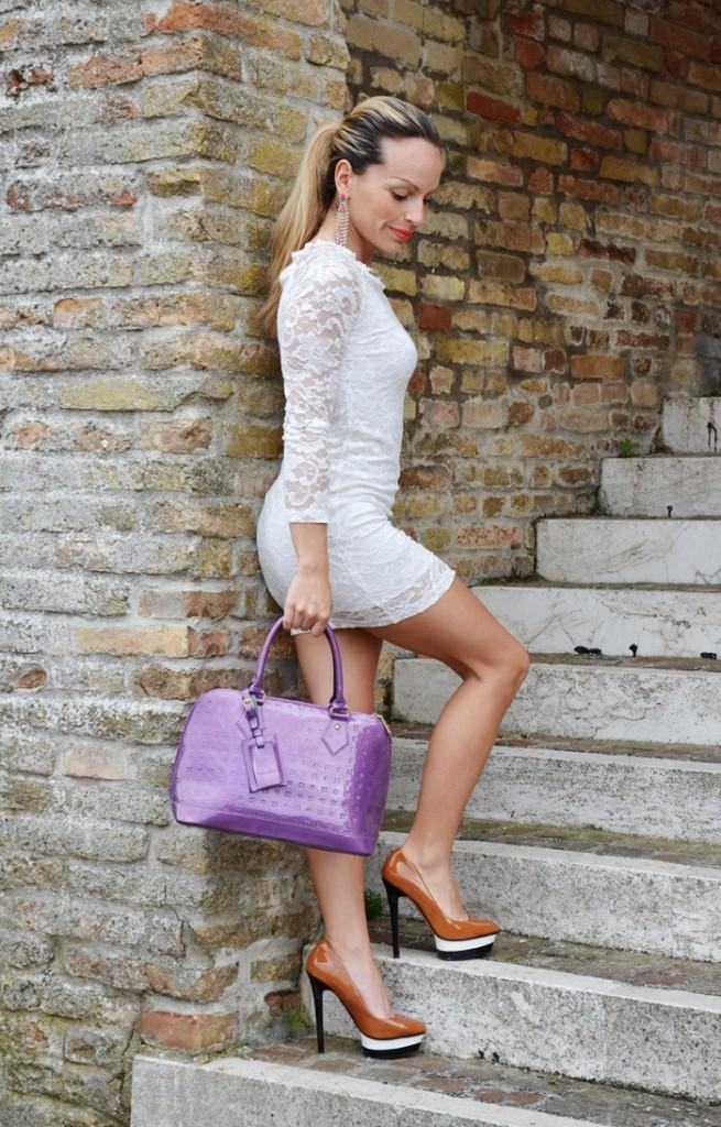 <!--:it-->White lace dress<!--:-->
