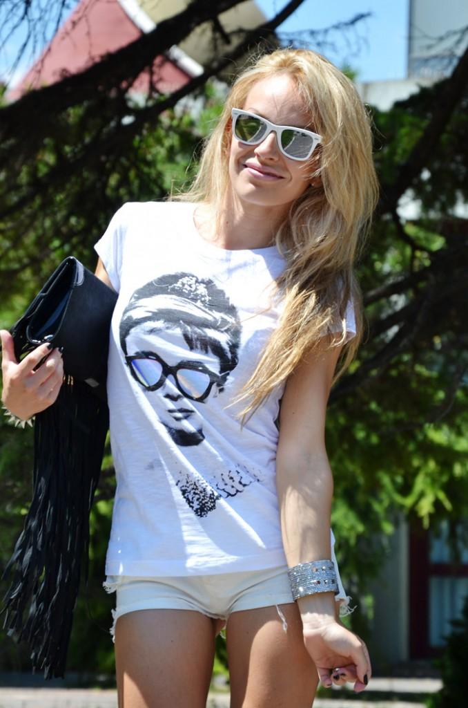 <!--:it-->Audrey Hepburn and her mirrored sunglasses<!--:-->