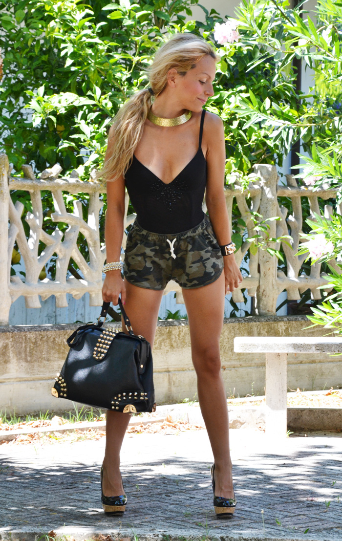 Shorts camouflage, pantaloncini mimetici estate 2013 Roimer, corpetto Intimissimi nero, Tacchi Zara estate 2013 - outfit summer fashion blogger It-Girl by Eleonora Petrella