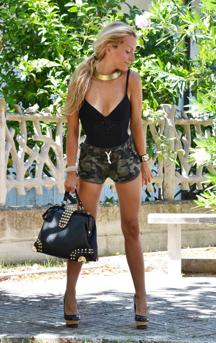 Shorts camouflage, pantaloncini mimetici estate 2013 Roimer, corpetto Intimissimi nero, Tacchi Zara estate 2013 - outfit summer fashion blogger It-Girl by Eleonora Petrella