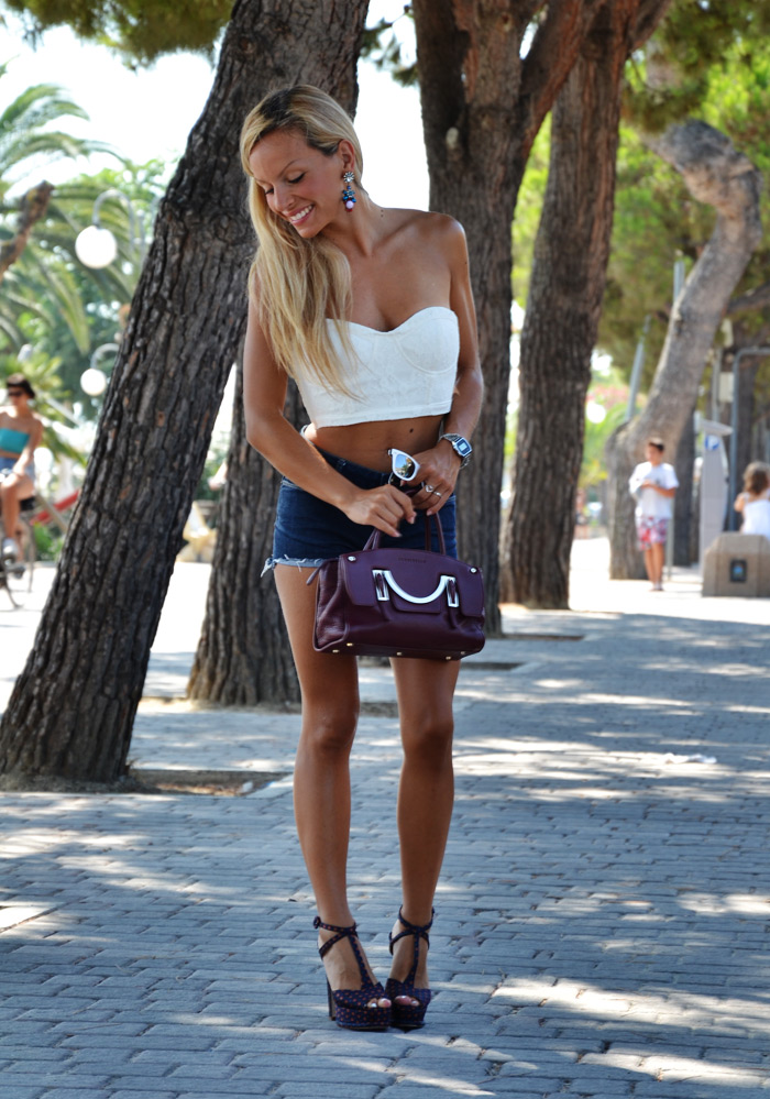 Romwe white lace bandeau, Levi's denim shorts, Zara shoes summer 2013 – outfit fashion blogger 2013 trend crop top