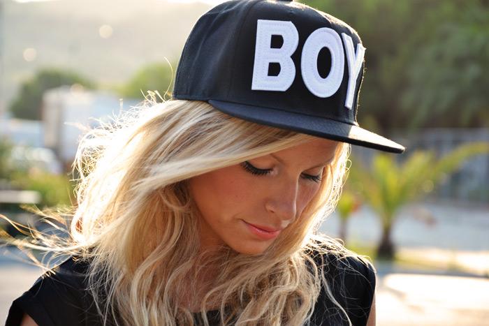 Boy Baseball cap ROMWE, DIMMI glamour bracciale in pelle e crop top Bershka - outfit italian fashion blogger It-Girl by Eleonora Petrella