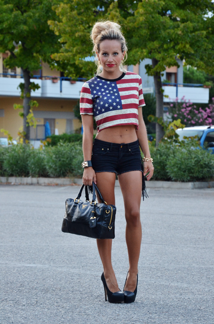 Romwe crop top trend - american flag print, t-shirt USA, short jeans - bauletto Prada bags - outfit summer 2013 It-Girl by Eleonora Petrella