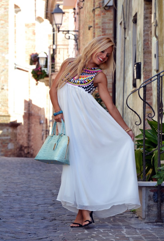 <!--:it-->White Ethnic Dress<!--:-->
