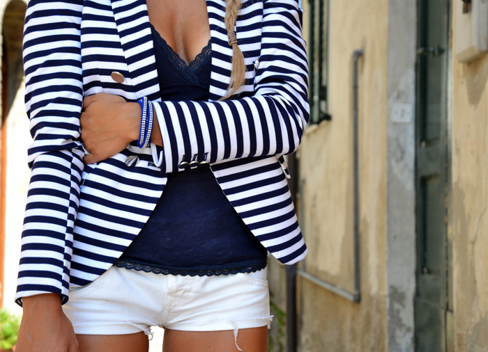 H&M striped blazer, white denim shorts, Zara high heels and Arcadia bag - outfit september Italian fashion blogger It-Girl by Eleonora Petrella