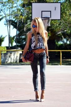 Crop top trend , H&M jeans, Zara black pumps, Coccinelle borsa, Hype sunglasses - outfit september 2013 italian fashion blogger It-Girl by Eleonora Petrella