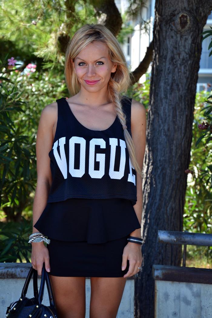 Vogue crop top Romwe total black outfit Zara pencil skirt - italian fashion blogger It-Girl by Eleonora Petrella