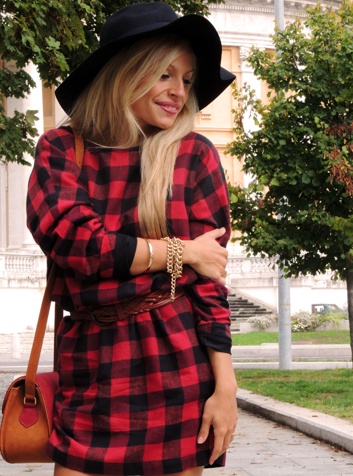 Red checked dress, H&M black fedora, cappello in panno a falda larga, Zara heels, Zara tacones, vintage bag, best fall outfit fashion blogger It-Girl by Eleonora Petrella