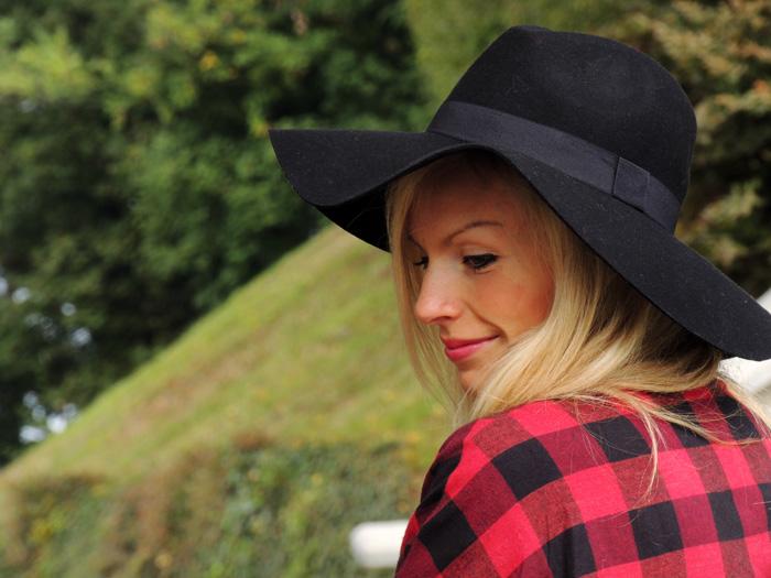 Red checked dress, H&M black fedora, cappello in panno a falda larga, Zara heels, Zara tacones, vintage bag, best fall outfit fashion blogger It-Girl by Eleonora Petrella