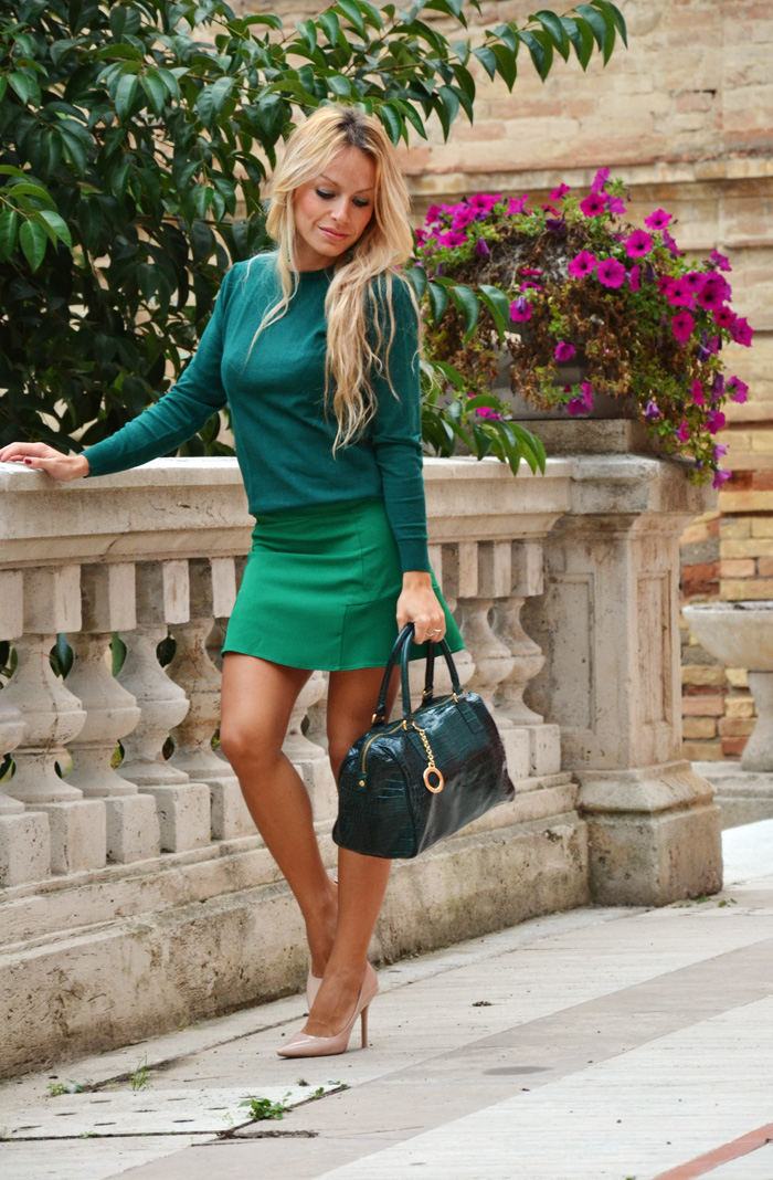 Skirt with trumpet hem, outfit with sweatshirt, cream colored pumps and Arcadia Bags bolsa - look fall 2013 italian fashion blogger It-Girl by Eleonora Petrella