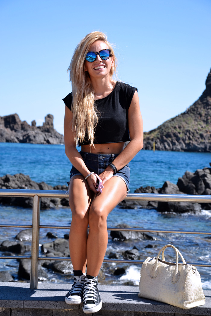 Crop top trend - outfit ideas Converse All stars - fashion blogger it-girl by Eleonora Petrella