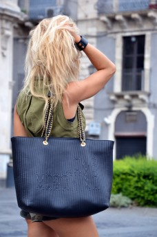 Comfy travel look easy day - sporty chic outfit ideas - fashion blogger It-Girl by Eleonora Petrella